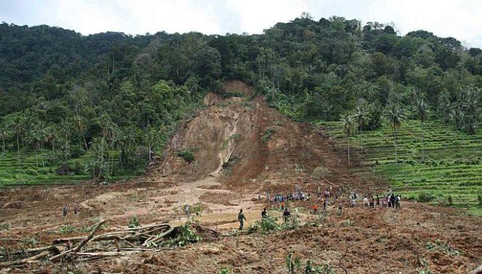 landslide in sumatra, indonesia kill 16 people
