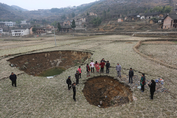 Lianyuan China  City new picture : city, Giant sinkholes are swallowing the city of Lianyuan in China ...