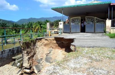 sink hole, sinking ground, Malaysia