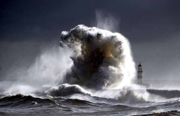 weird weather off the east coast of england, Water mountains