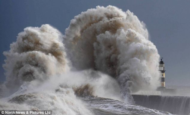 Weird weather and apocalyptic scenery on the east coast of England, february 2013