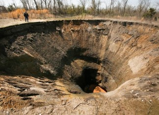 sinkhole, famous sinkhole, sinkhole list, most terrifying sinkhole, sinkhole insurance, sinkhole photo, sinkhole video, sinkhole problematic