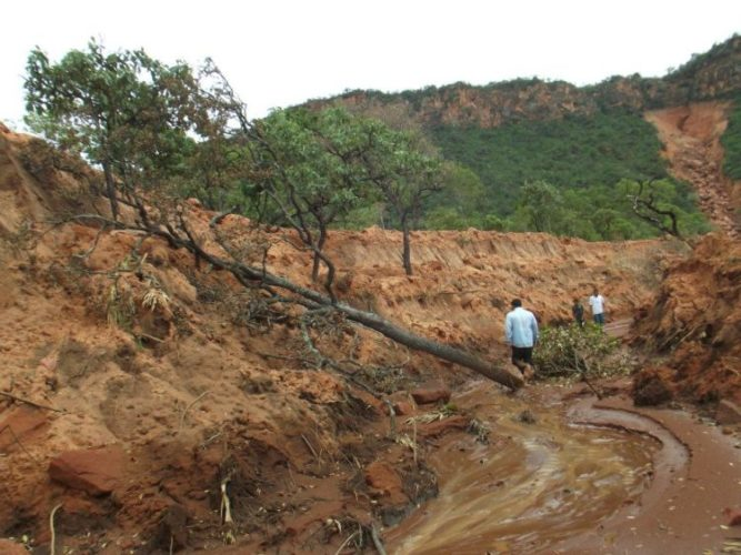 massive earth fissure formation bahia brazil march 2013