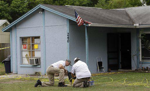 sinkhole swallows men in Tampa florida