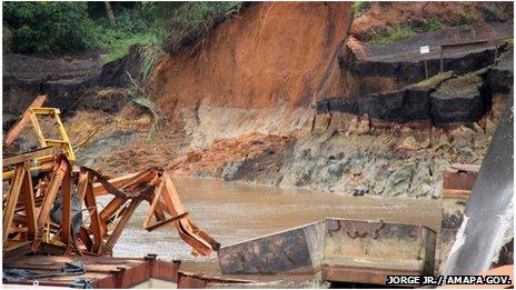 sinking pontoon in Brazil april 2013