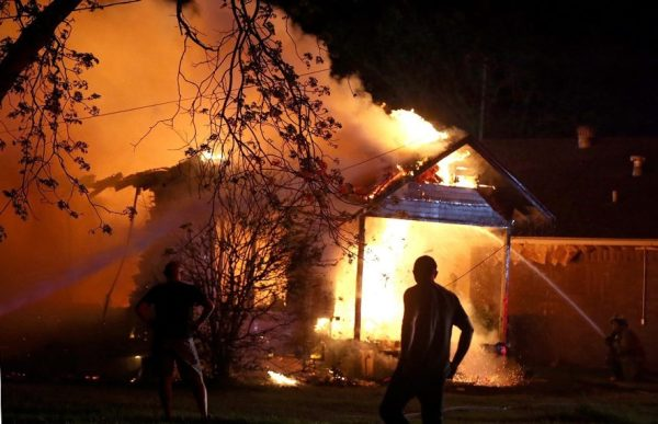 explosion set fire in neighbourhood houses after fertilizer explosion waco april 2013