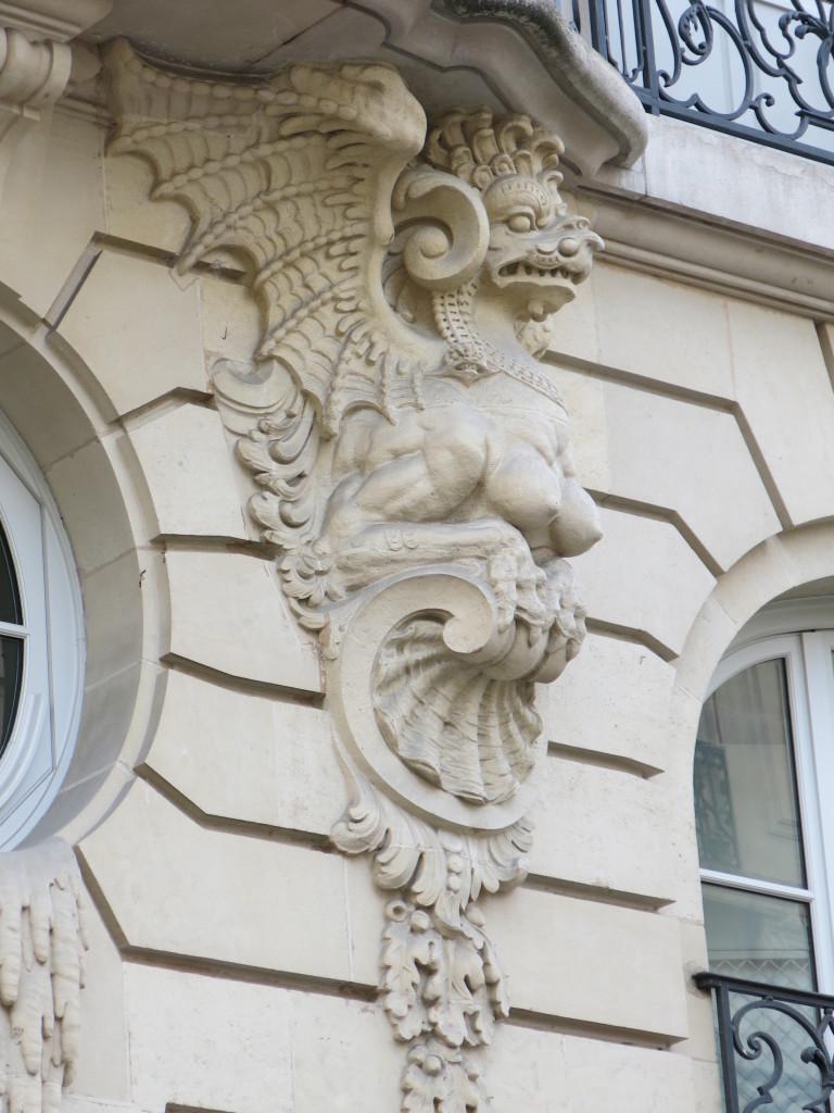 paris, 8e paris, paris building architecture, sexy building architecture, sexy building, paris pornography, paris architecture pictures, paris dragon picture, paris dragon, dragon on building in Paris, paris dragon pornography pornographic architecture