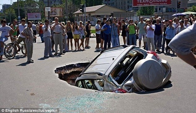 sinkholes open up in Samara russia april 2013