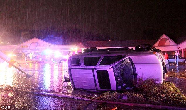 hazelwood missouri overturned car after tornado april 2013