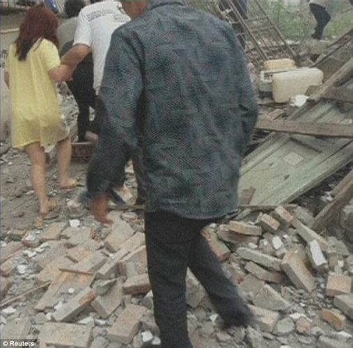 destructive earthquake strikes in sechuan china april 20 2013