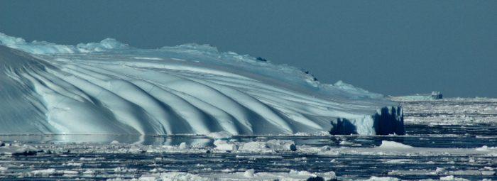 antarctica icebergs, antarctica icebergs photo, antarctica icebergs pictures, antarctica icebergs images, amazing pictures of antarctica icebergs, wonderful photograph of an iceberg in antarctica