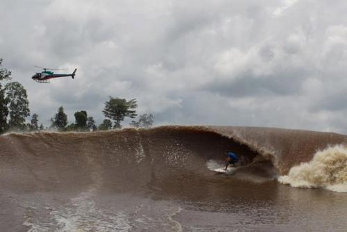 dangerous pororoca surfer paradise brazil