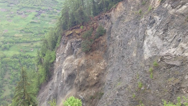 landslide effondrement falaise riddes valais suisse, effondrement failaise mai 2013, landslide riddes may 2013