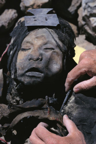 the maiden mummy, la doncella mummy, had a ritual tunique on, Discovery of juanita mummy at Argentinas Llullaillaco volcano