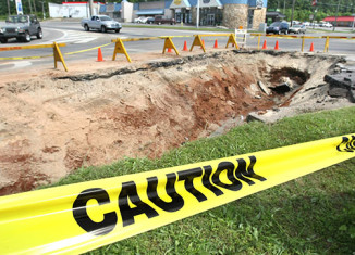 Amazing sinkhole in anniston alabama may 2013