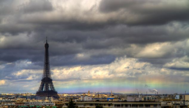 horizontal rainbow known as a fire rainbow is pictured above the Paris skyline by Bertrand Kulik, bertrand Kulik, exclusive fire rainbow paris france, fire rainbow, fire rainbow paris, amazimg fire rainbow photo paris, amazing parisian fire rainbow