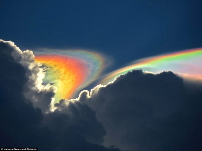 Fire rainbow in florida, Amazing Fire Rainbow Clouds, Circumhorizontal Arc, Pictures, Amazing Fire Rainbow Clouds - Circumhorizontal Arc - Pictures, Amazing Fire Rainbow Clouds pictures, Circumhorizontal Arc Pictures, how fire rainbow form, multicolor cloud in the sky, rainbow cloud, cloud with rainbow color