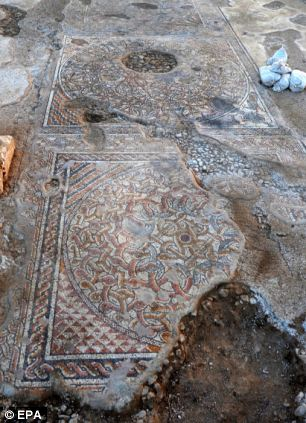 mosaic, ancient mosaic, byzantine mosaic, ancient byzantine mosaic found in israel may 2013, israel, israel kibbutz, discovery ancient mosaic in israel kibbutz may 2013, Kibbutz Beit Qama byzantine mosaic discovery may 2013, in the B'nei Shimon regional council byzantine mosaic discovery may 2013, Jerusalem byzantine mosaic discovery may 2013
