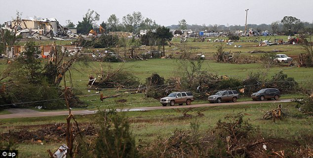 Tornado devastation in Oklahoma may 2013, tornado, tornado devastation in Kansas and Oklahoma kills 1 and injures 20 may 19 2013, tornado devastation, tornado kansas may 19 2013, tornado oklahoma may 19 2013, tornado shawnee may 2013, tornado wilkinson may 2013, severe weather usa may 2013, severe weather oklahoma may 2013, severe weather kansas may 2013, extreme weather may 2013 usa, how do tornadoes form?, devastating tornado usa may 2013, tornado usa 2013, killer tornado usa 2013, tornado time in usa 2013
