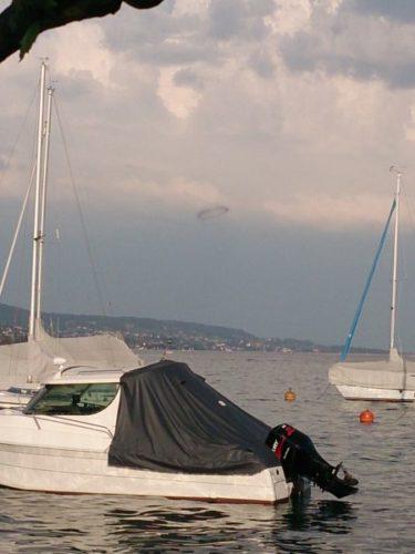 Un cercle noir de fumée a été observée sur le lac de Zurich, le 18 Juin 2013