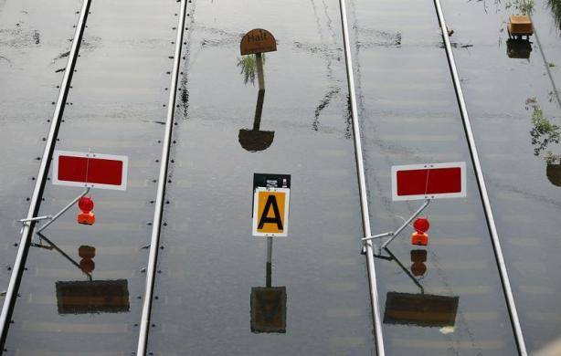 flood germany elbe and magdeburg june 2013