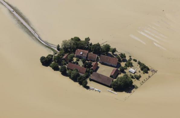 flood germany magdeburg june 2013