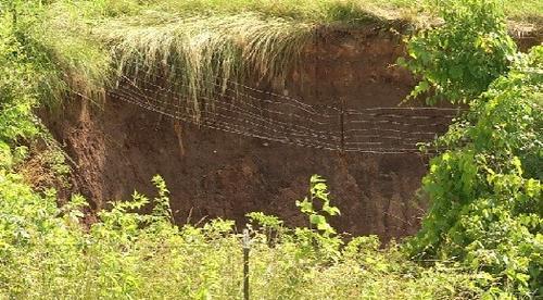 sinkhole formation in nixa christian county missouri june 2013