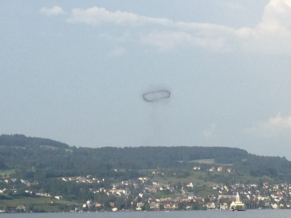 mysterious smoke ring zurich, smoke ring , smoke ring mystery, weird smoke ring zurich, smoke ring phenomenon, strange smoke ring in Zurich, what is this mysterious smoke ring in zurich?,weird cloud in Zurich: was this smoke ring above Lake Zurich A firecracker of a new alien species?
