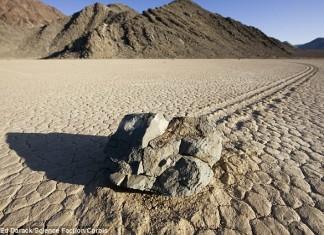 sailing stones death valley, death valley sailing stones, The mysterious Sailing Stones of Death Valley National Park, Pierres mouvantes, Pierres mouvantes vallée de la mort, Mystery of Death Valley's Sailing Stones Solved,