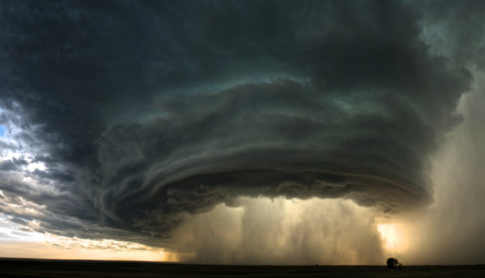 supercell thunderstorm cloud