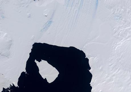Huge Iceberg Broken Off From Pine Island Glacier