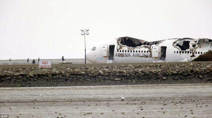 asiana boeing crashes at san francisco airport, video asiana crash july 2013, amateur footage of asiana plane crash