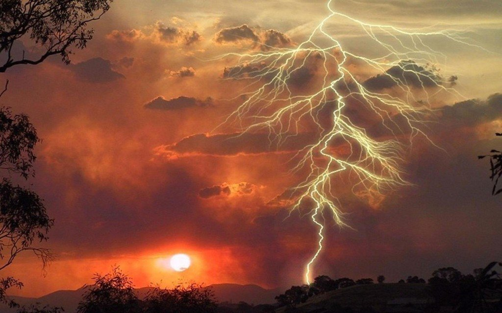 lightning strike slow motion video, lightning, lightning strike, Watch lightning strikes in slow motion videos, lightning slow motion, slow motion lightning, Amazing picture of lightning