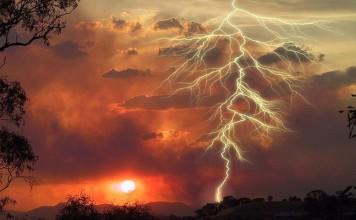 lightning strike slow motion video