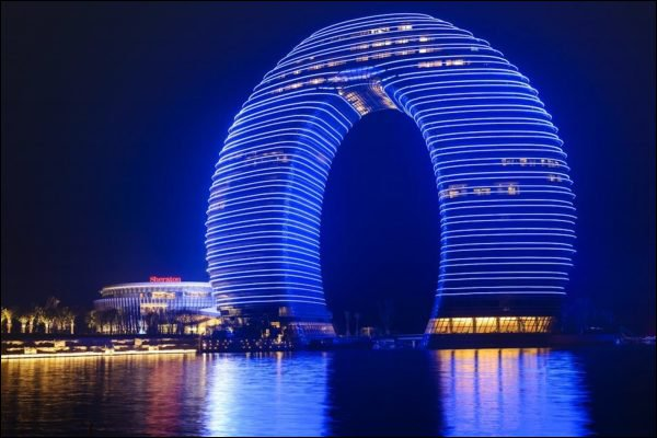 New Amazing Architectural Icon in China: The Sheraton Huzhou Hot Spring Resort Looks Like a Horseshoe