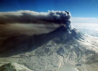 volcano eruption noise, volcano hum, volcano sound, volcano noise, volcano emits sound during eruption, Mount Redoubt in Alaska