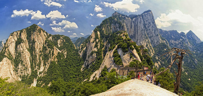 The Mystic Mountain Hua Shan in China, climb the mystic hua shan, most dangerous road in the world, the path to hua shan in china, china hua shan, discover china hua shan