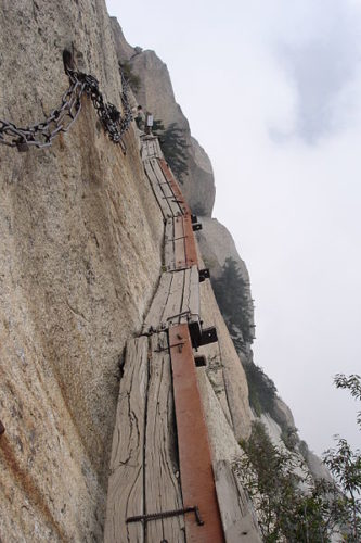 mount hua in china has a dangerous path, discover mount hua