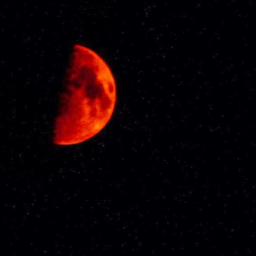 amazing blood red moon in utah and us sky, amazing red moon utah, weird red moon utah august 2013, strange red moon utah 2013