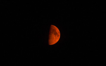 red moon, blood moon, blood red moon, red moon wildfire, red moon in the sky of Utah, red moon usa, red moon, red moon related to fires in Utah, utah red moon related to wildfires, wildfires produce red moon in Utah, wildfire utah red moon, us wildfire utah red moon, blood red moon, blood moon over utah, movie red moon utah, photo red moon utah, Fantatstic red moon photographed in the sky over Utah during August 2013 wildfires.