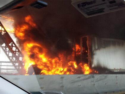 huge truck explosion on Manhattan bridge blocks queensboro bridge august 2013