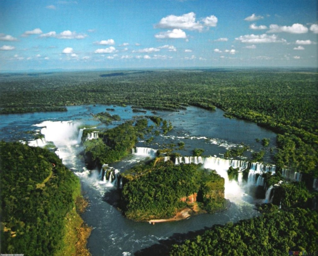 the iguazu falls in Argentina and Brazil in iguazu national park