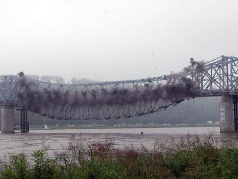 bridge explosion, bridge destruction, Madison-Milton Bridge, ohio river bridge explosion, indiana, kentucky, usa, video, september 2013