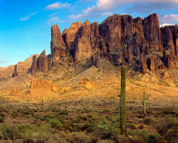 SUPERSTITIONS MOUNTAINS APACHE JUNCTION ARIZONA, SUPERSTITIONS MOUNTAINS mysteries, mystery and legend around superstitions mountains, superstitions mountain mystery, indian legend of superstition mountains, us legend superstitions mountains, mystery places in the USA, discover strange places: superstitions mountains, us legend and strange places, us mystery places: superstitions mountains, superstitions mountains legends, discover mystery places: superstition mountains, apache legend, american indian legend and superstition