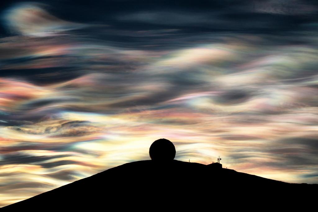 nacreous cloud, Nacreous clouds Antarctica, nacreous clouds,nacreous clouds photo, nacreous clouds antarctica, polar stratospheric clouds, nacreous clouds over antarctica 2013, anatarctic nacreous clouds, anatarctica nacreous, nacreous clouds, A nacreous cloud glistens over Antarctica, polar stratospheric clouds anatarctica, antarctic polar stratospheric clouds, best photo polar stratospheric clouds, best photo nacreous clouds