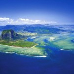 optical illusion: underwater waterfall in Mauritius