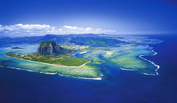 optical illusion: underwater waterfall in Mauritius, underwater waterfall in Mauritius, mysterious underwater waterfall in Mauritius
