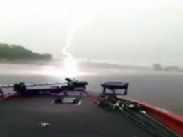 lightning footage, lightning video, lightning sound, lightning almost kills fishermen in Texas, lightning strike almost hist boat in texas
