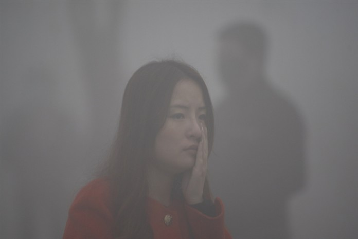 harbing smog, smog in china, harbing smog october 2013, smog in china october 2013, china pollution october 2013, smog shuts harbing in china, China Smog Shuts City of 11 Million people, China: record smog levels shut down city of Harbin, Super Smog Hits North China City: 'Airpocalypse' Hits Harbin,Closing Schools after super smog in china, Flights Canceled after super smog in china october 2013, China Smog, Beijing Air Pollution, Smarter Ideas, China Air Pollution, Beijing Smog, Smog, China Pollution, Air Pollution China, Pollution, Chinese Pollution, Air Pollution, Pollution China