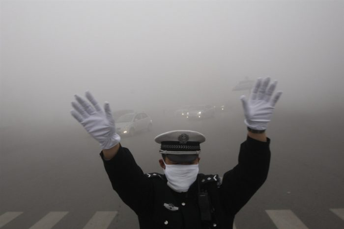 Harbin smog, china smog, first china smog tragedy: Harbin, Smoggy day in Harbin - October 21 2013, Harbin smog tragedy 2013, china smog pollution 2013, china smog crisis october 2013, smog crisis china harbin october 2013, Harbin smog october 2013, China smog emergency shuts city of 11 million people